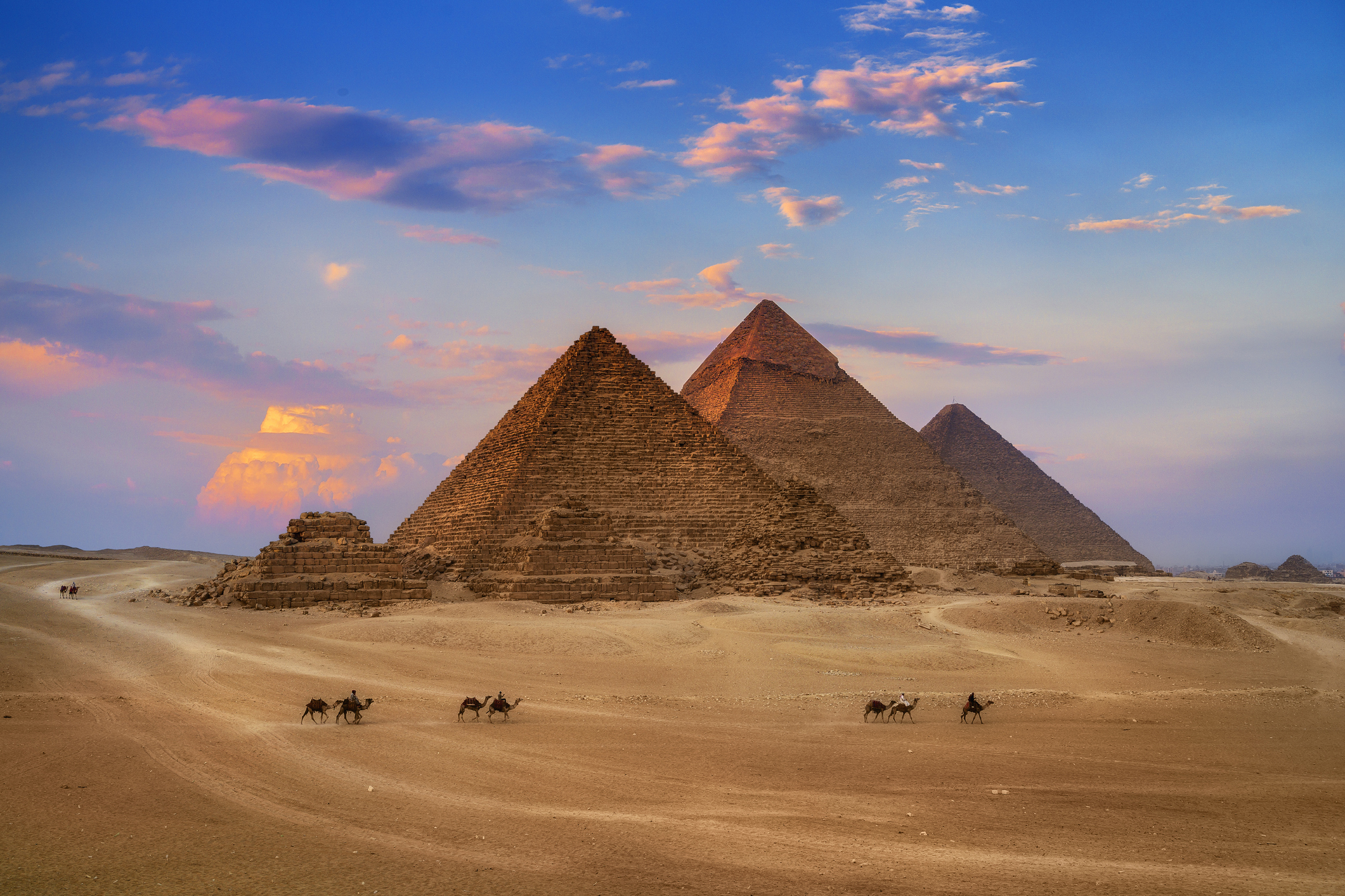 5 Baffling Mysteris on How the Pyramids of Giza were Built